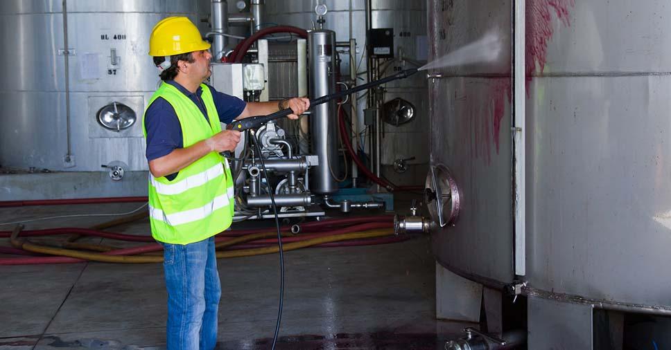 Cuidados que devem ser considerados ao fazer limpezas industriais