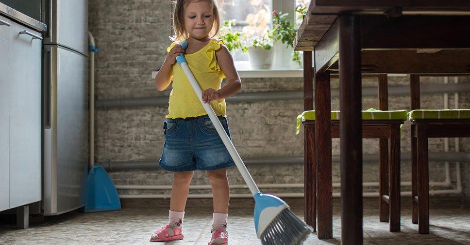 Dicas para incluir as crianças na arrumação da casa